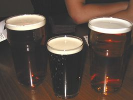 Le prime vittime della serata al Bon Accord (Glasgow)